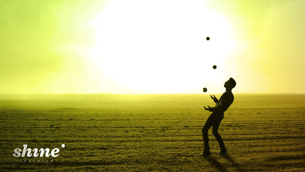 Man juggling with 5 balls as a reference to Brian Dyson's speech on the 5 balls of life